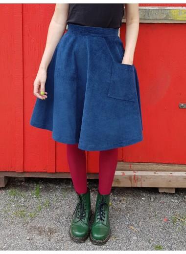Mörkblå manchesterkjol. S, M, XL