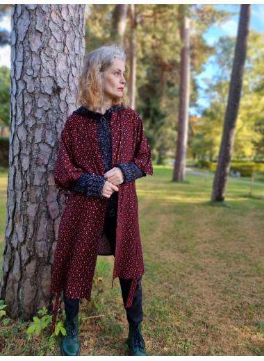 Prickig kimono I svart/röd/guld