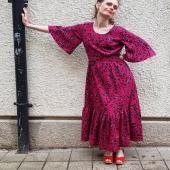 Vad tycker ni om långklänningar? Få plagg får en att känna sig så drottninglik tycker jag. 👸 Typisk vardagslyx! Volangklänningen är ett kalas av detaljer från olika långisar jag älskat genom åren. # #wearwhatmakesyouhappy #vardagslyx #rinoklänning #långklänning #volang #volangklänning #maxidress #colourfulfashion #träskor #sommar #kvinna #vidaärmar