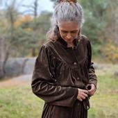 Med åren får jag mindre och mindre tålamod med osköna kläder så kombon morgonrock/klänning/velour känns oslagbar.