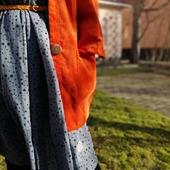 Minns ni kimonojackan? Nu gör den comeback i lite nya material. Till exempel i superretro manchester! I höstas gjorde jag jackan med valfri knapp - och i princip alla valde med knapp. Så nu går alla jackor att knäppa. Med stora, roliga knappar som jag hittat på loppis. Hoppas ni gillar den! Släpp på måndag kl 20. 🧡🧡🧡 #manchesterjacka #kimonojacka #orange #retro #70tal #knappar #loppisfynd #snartärdetvår #vårjacka #färgbruari #wearcolour