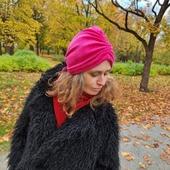 Känner mig som mormor i den gröna. 💚 Hon hade alltid en turban i den färgen. Just det, måste testa nån kul brosch på den, såsom folk hade förr. Vändbara! Smaksak vilken sida en har fram.
