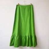Godbitar kvar på rean. Till exempel långkjolar för halva priset. Som den här i linne.