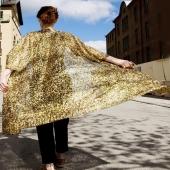 Alla behöver en GULD-kimono i sitt liv! Fri frakt i webshoppen veckan ut.