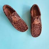 De är tillbaka! De danska superskönaste skorna som jag sålde för ett par år sedan. Ni har skymtat dem på bilder länge nu. Mitt egna par har jag haft sedan förra omgången och jag i princip bor i dem.