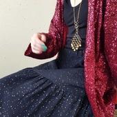 Glitterfredag! Nya grejer på ingång: volangkjolen samt kimonojackan i magisk paljett. Visst glittrar man på tok för lite i livet?
