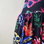 Kul att kläder förändras så beroende på hur en sätter ihop det. Här är de nya kjolarna som finns i webshoppen nu. Båda är supermjuka i viskosjersey. Bred midja. Fickor.
