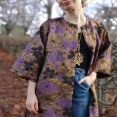 Drottning eller helsvart? Guldbrokad eller tungt linne, jag älskar båda! Nya kimonos i webshoppen NU.