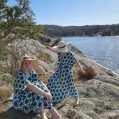 Jamen det här vädret satt ju inte alls fel. 🌞 Klänningen heter Blåbär och är ett samarbete med @florydsweden 💙
