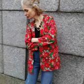 Kimonojacka/skjorta/kavaj/...fyll i själv vad den kan kallas. Släpps iallafall i webshoppen nu kl 20. Tillsammans med äppelstrumpbyxorna!